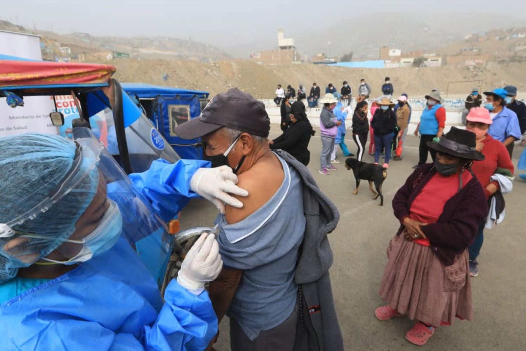 Población de Manchay ya cuenta con un punto estratégico de vacunación sin riesgos al Covid-19. Foto: Minsa