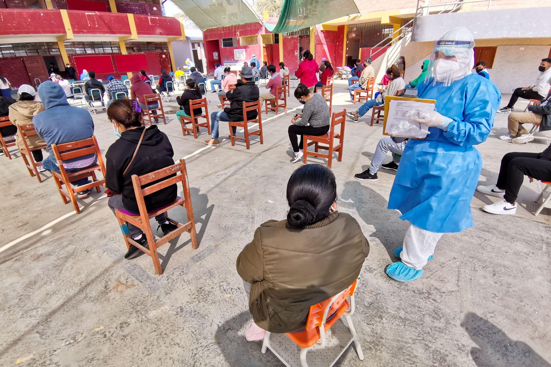 Según el reporte del Minsa, un total de 310,337 personas cumplieron su periodo de aislamiento domiciliario o fueron dados de alta de un establecimiento de salud. Foto: ANDINA/Minsa