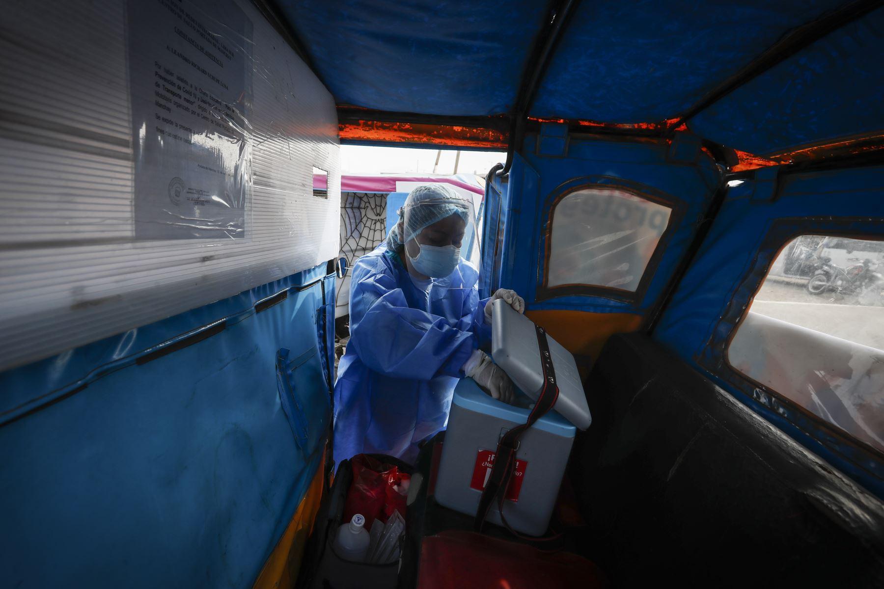 Estas brigadas de vacunación tienen como objetivo apoyar a los establecimientos de salud en la vacunación de neumococo e influenza a menores de cinco años, adultos mayores, gestantes y personas con enfermedades crónicas. Foto: ANDINA/Renato Pajuelo
