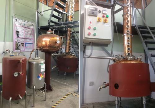 Es una planta piloto versátil con una capacidad de producción de 1000 litros/mes de etanol al 96% de pureza.