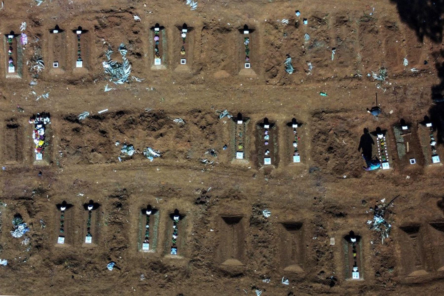Vista aérea del cementerio de Vila Formosa, en las afueras de Sao Paulo, Brasil. Foto: AFP