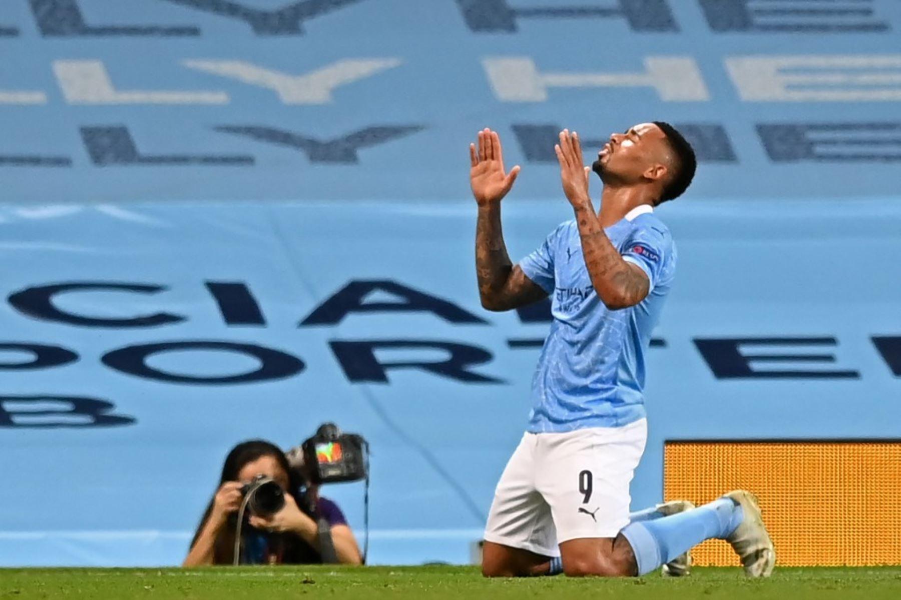 El delantero brasileño del Manchester City, Gabriel Jesus, celebra anotar el segundo gol de su equipo durante la ronda de la Liga de Campeones de la UEFA .Foto:AFP