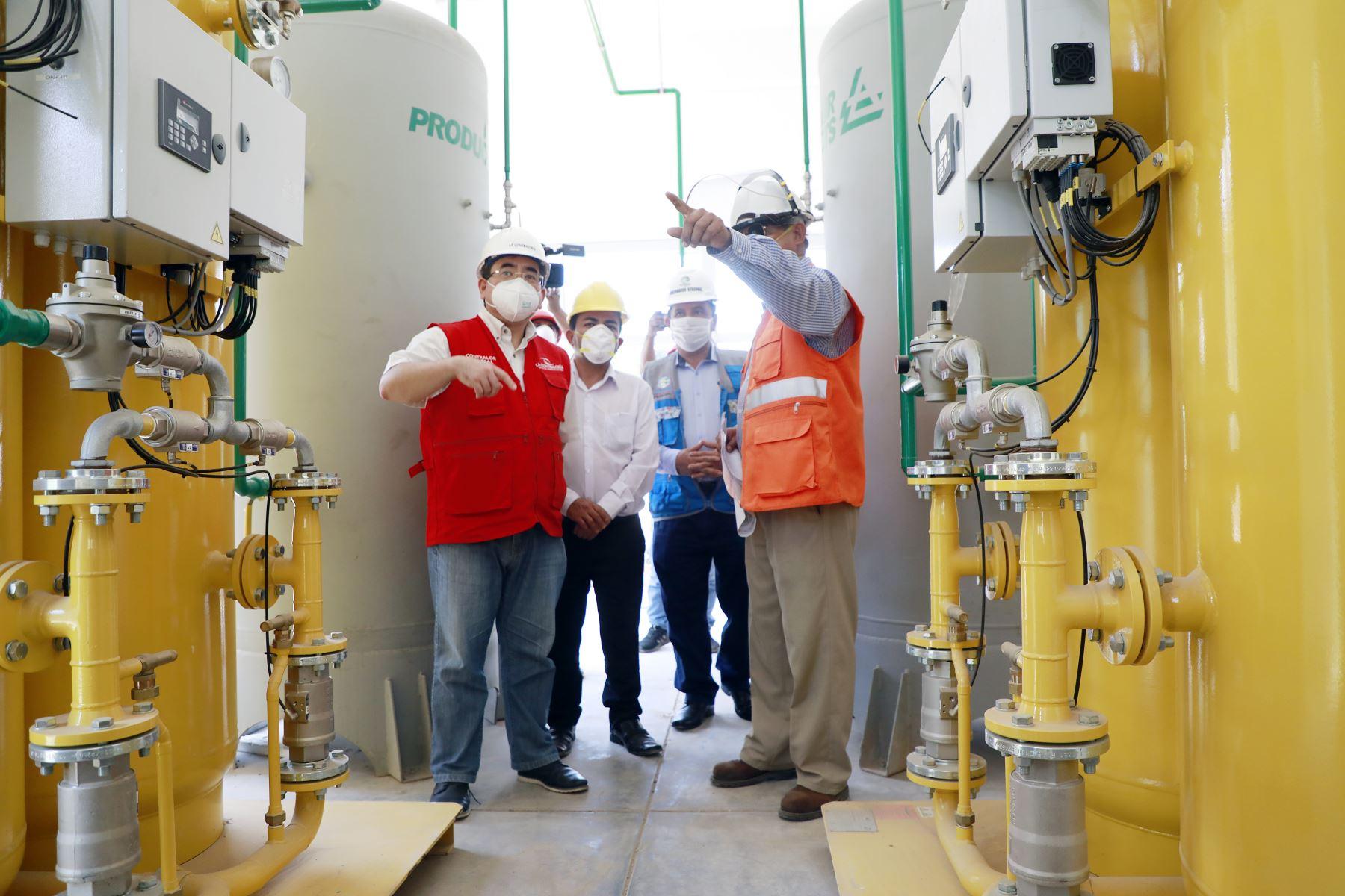 Contralor General, Nelson Shack, visita la región Ucayali para supervisar situación de la planta de oxígeno en Hospital Regional de Pucallpa. Foto: Contraloría
