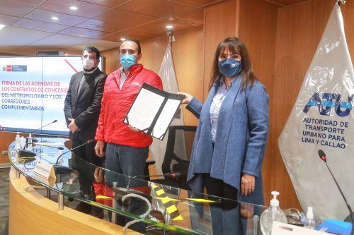 Ministro de Transportes y Comunicaciones participa en ceremonia de firma de adendas de los contratos de concesión del Metropolitano y los Corredores Complementarios