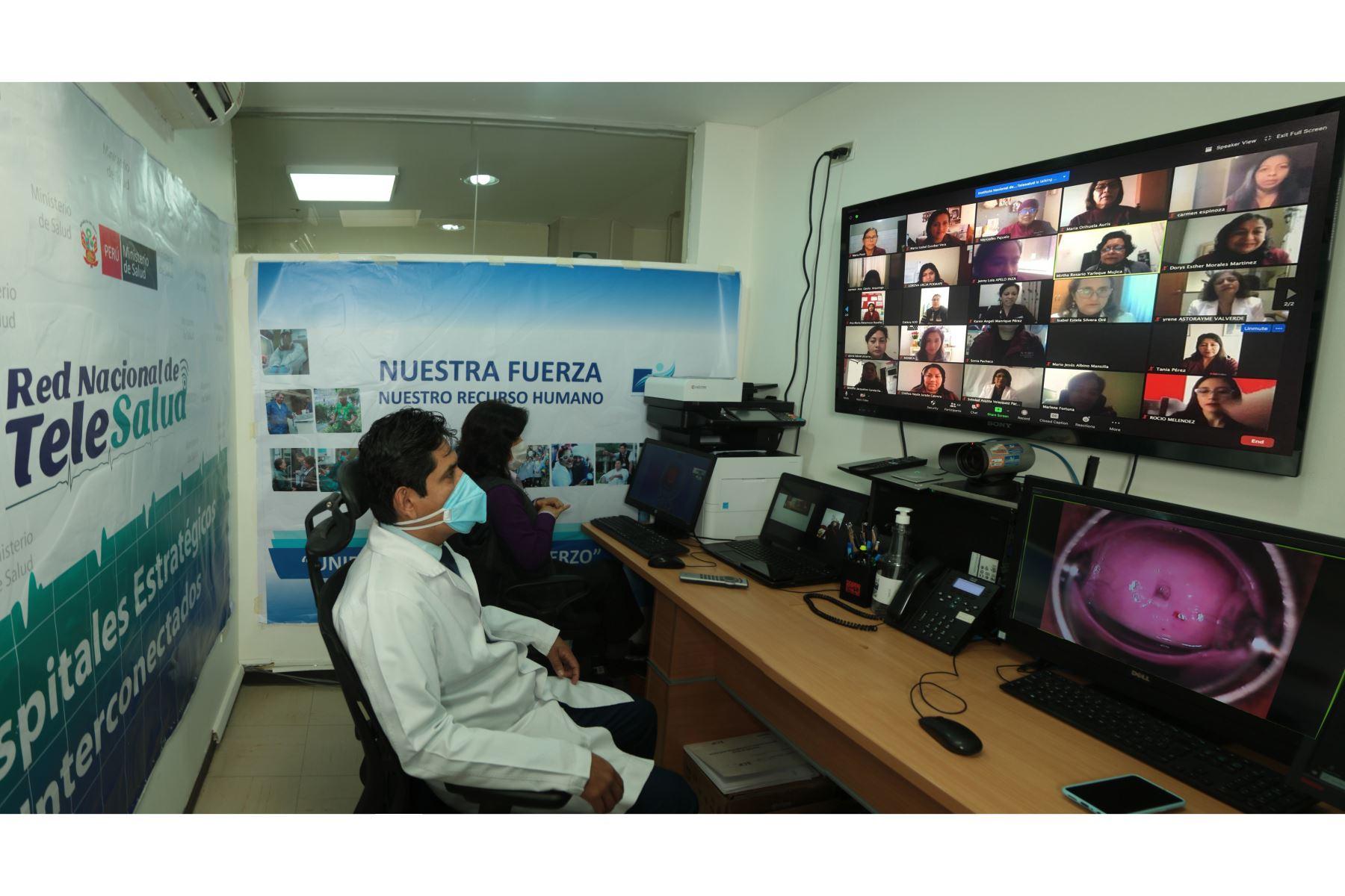 El Centro de Excelencia en la Capacitación en Cáncer de Cuello Uterino para América Latina del INEN inició un ciclo de capacitaciones virtuales.