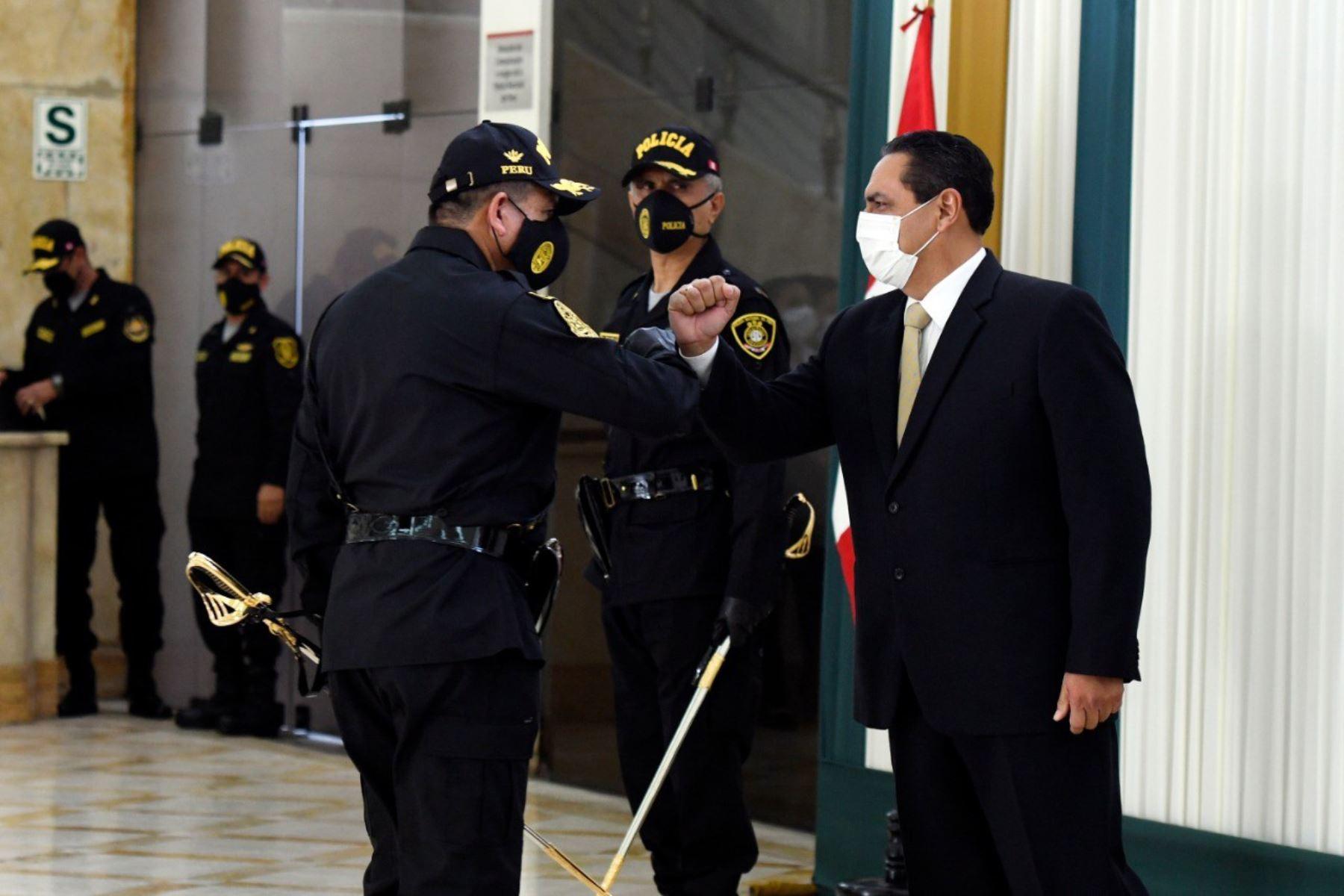 Ministro del Interior, Jorge Montoya, presidió el acto de reconocimiento al Alto Mando de la Policía Nacional del Perú.