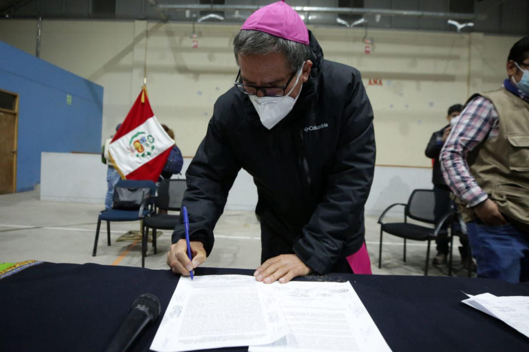 Comisión de Alto Nivel del Ejecutivo logró fomentar acuerdos entre la compañía minera Antapaccay y las autoridades locales de la provincia de Espinar y las organizaciones civiles, con la mediación de monseñor Pedro Bustamante, obispo de Sicuani. Foto: PCM