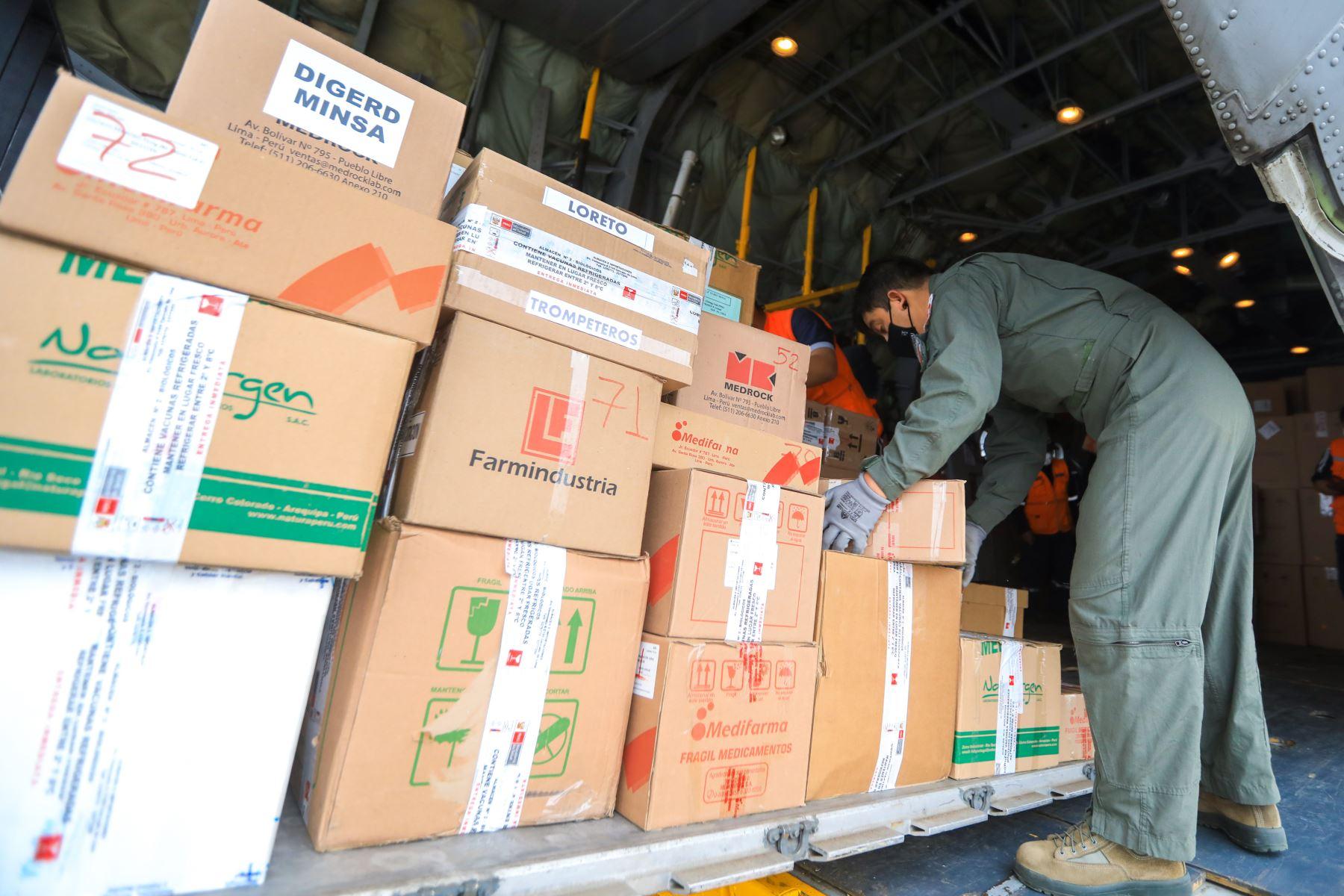 El ministerio de Salud, a través de un vuelo coordinado con la FAP, envió 479 concentradores de oxígeno para cubrir la atención de pacientes con covid-19 de las comunidades indígenas más alejadas de las provincias de Maynas, Alto Amazonas, Requena y Mariscal Castilla, en Loreto. Foto: ANDINA/Minsa