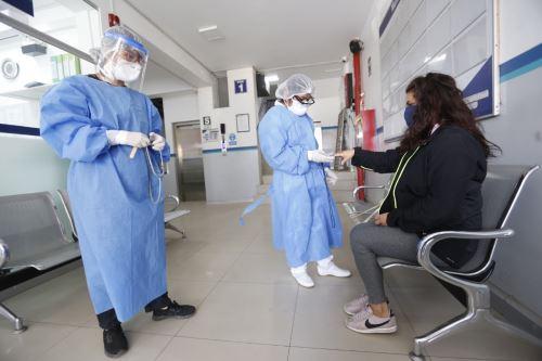 Sisol Salud y Minsa firman convenio de cooperación para y la detención temprana del Covid-19