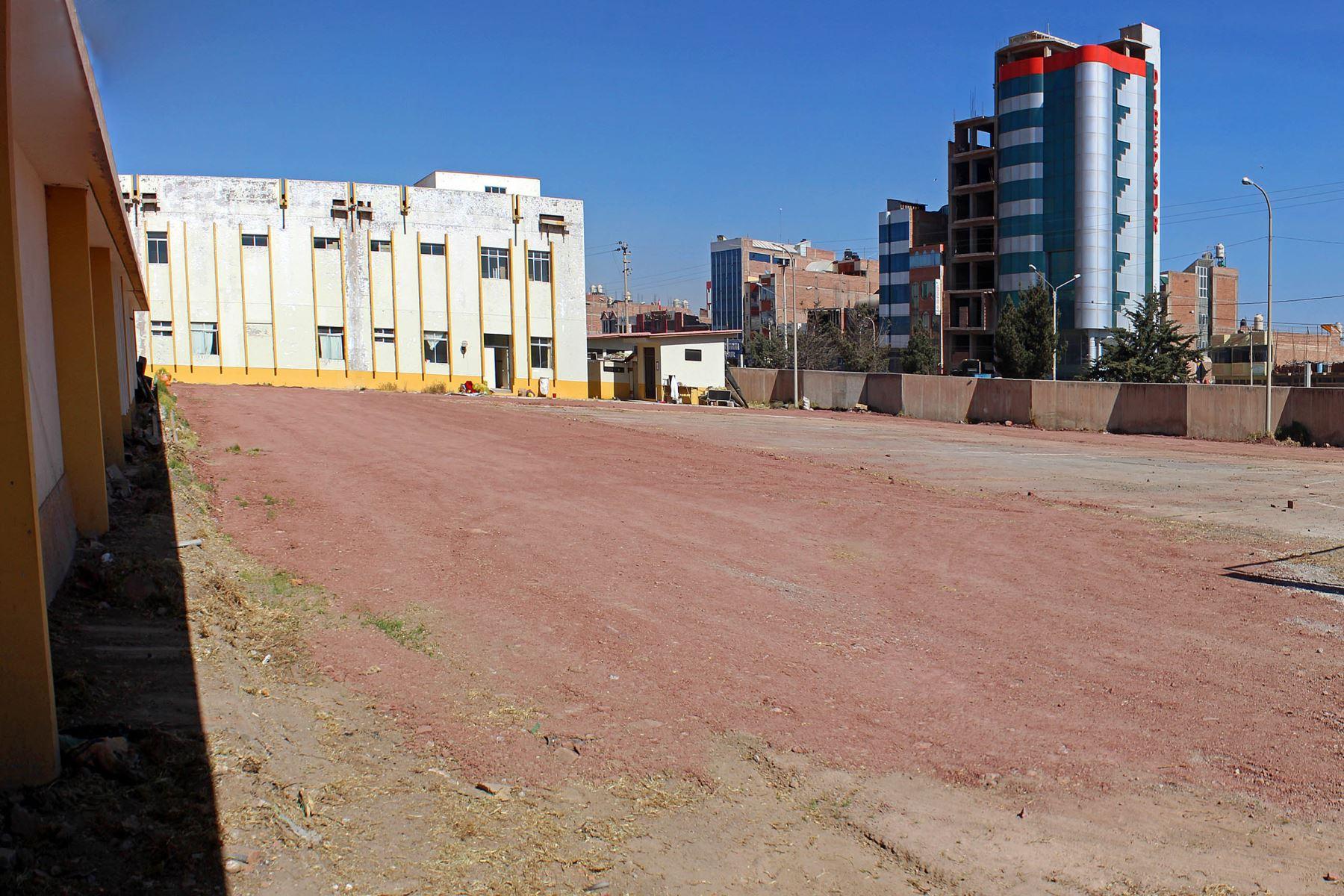 Se inician los trabajos para instalar e implementar el Centro de Atención y Aislamiento Temporal el cual estará ubicado en el interior del hospital Carlos Monge Medrano de Juliaca. Foto: Legado Lima 2019