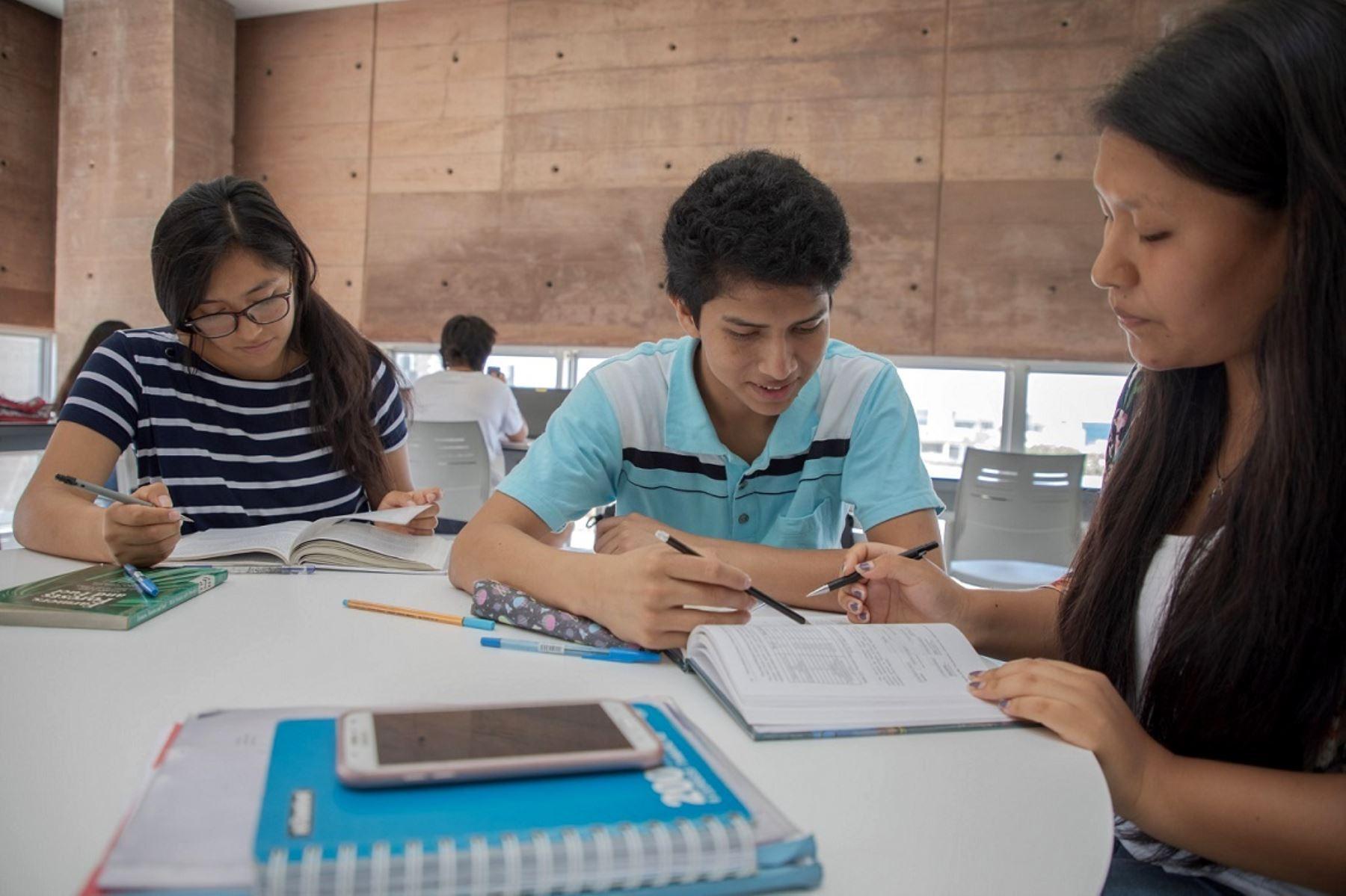 Pronabec amplió a 14,000 las becas para estudiantes afectados por el covid-19. Foto: ANDINA/Difusión.