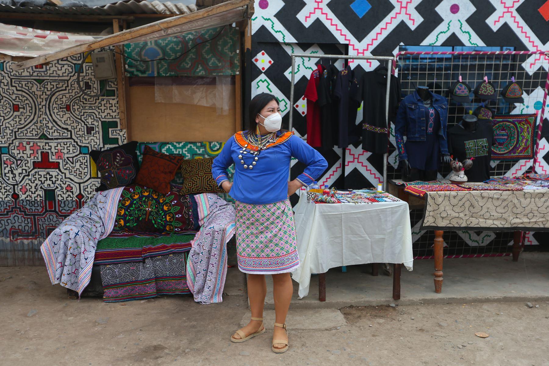 Comunidad Shipibo Konibo de Cantagallo presentó artesanías que ofrece a través del portal web de Ruraq Maki. Foto: ANDINA/Jhonel Rodríguez Robles
