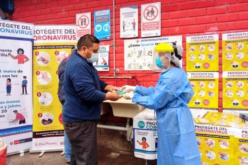 Coronavirus: Minsa brinda información sobre el covid-19 en terminal perquero de VMT