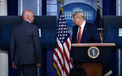 Donald Trump tuvo que ser evacuado de una conferencia por tiroteo fuera de la Casa Blanca