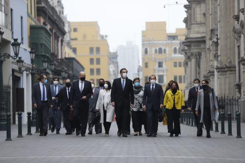 Jefe del Gabinete Walter Martos y ministros de Estado se dirigen al Congreso para solicitar voto de confianza