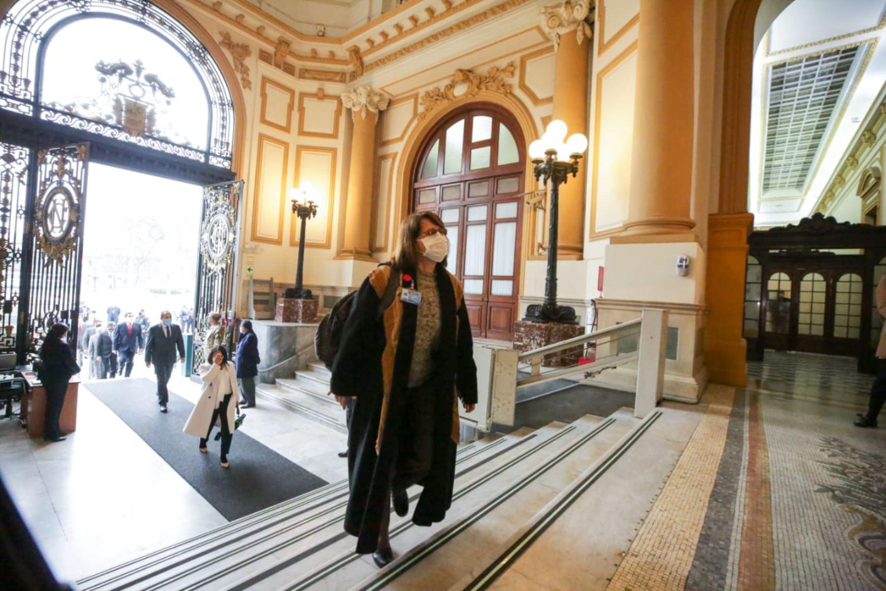 Ministra de Salud, Pilar Mazzetti, llega a sede del Congreso junto al gabinete ministerial para solicitar el voto de confianza. Foto: ANDINA/PCM