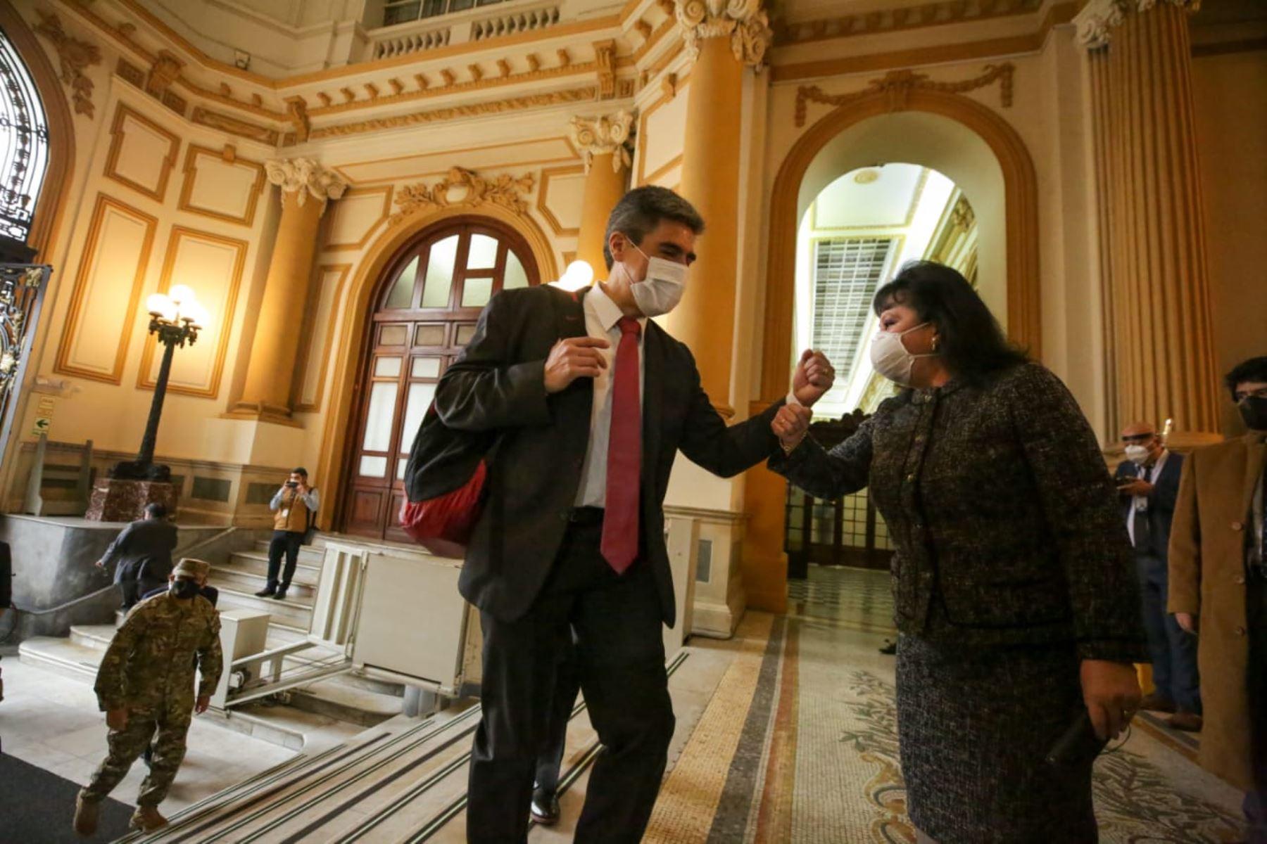 Ministra de Cultura, Alejandro Neyra, llega a sede del Congreso junto al gabinete ministerial para solicitar el voto de confianza. Foto: ANDINA/PCM