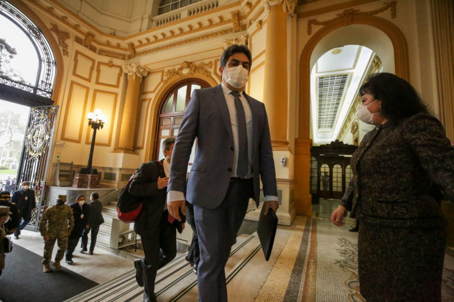 Ministro de Educación, Martín Benavides, llega a sede del Congreso junto al gabinete ministerial para solicitar el voto de confianza. Foto: ANDINA/PCM