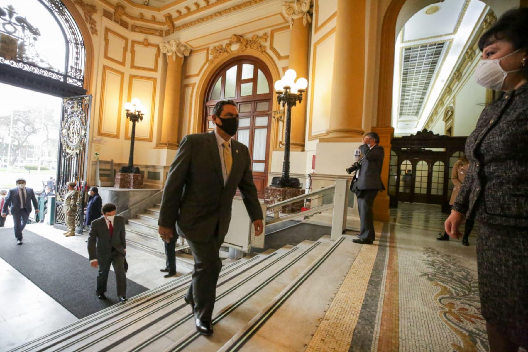 Ministro del Interior, Jorge Montoya Pérez, llega a sede Congreso junto al gabinete ministerial para solicitar el voto de confianza. Foto: ANDINA/PCM