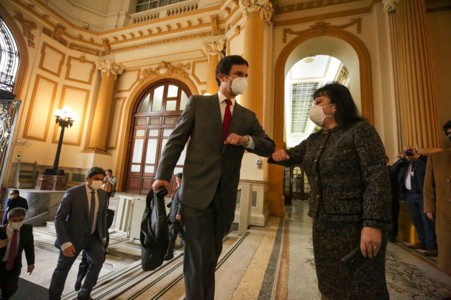 Ministro de Energía y Minas, Luis Miguel Inchaustegui, llega a sede del Congreso junto al gabinete ministerial para solicitar el voto de confianza. Foto: ANDINA/PCM