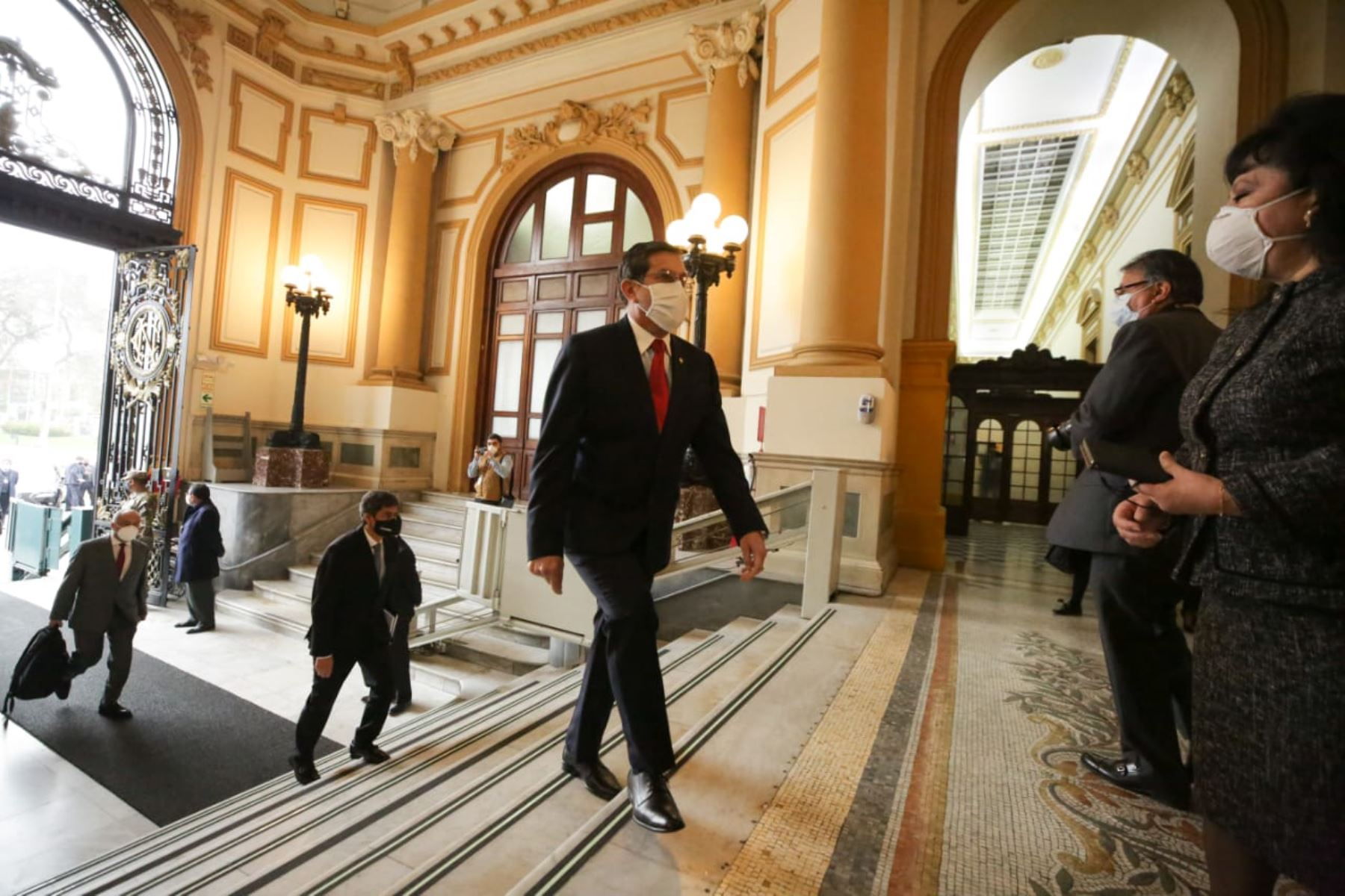 Ministro de Defensa, Jorge Luis Chávez Cresta, llega a sede del Congreso junto al gabinete ministerial para solicitar el voto de confianza. Foto: ANDINA/PCM