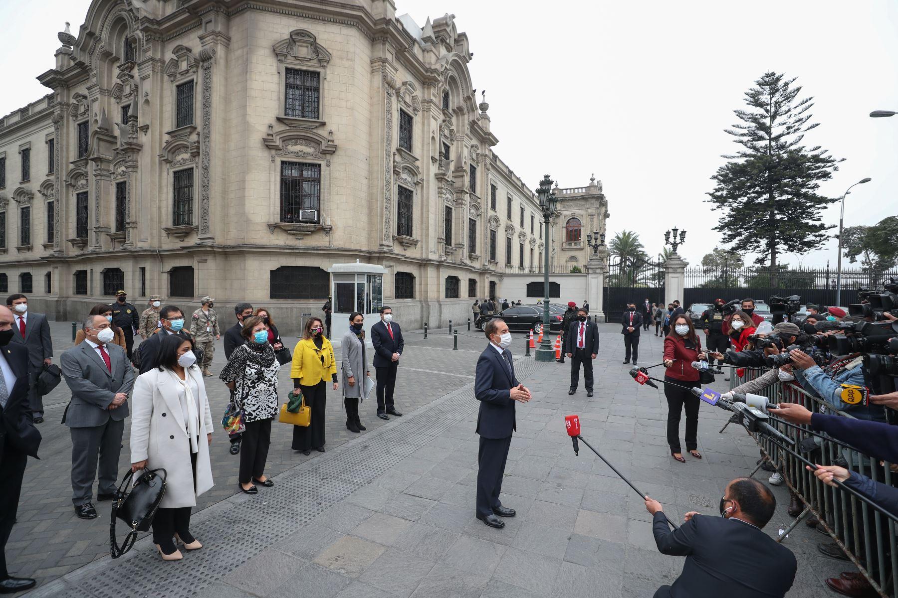 Premier, Walter Martos, junto a su Gabinete Ministerial se dirigen hacia la sede del Congreso para exponer las políticas del Gobierno y solicitar el voto de confianza. Foto: ANDINA/Prensa Presidencia