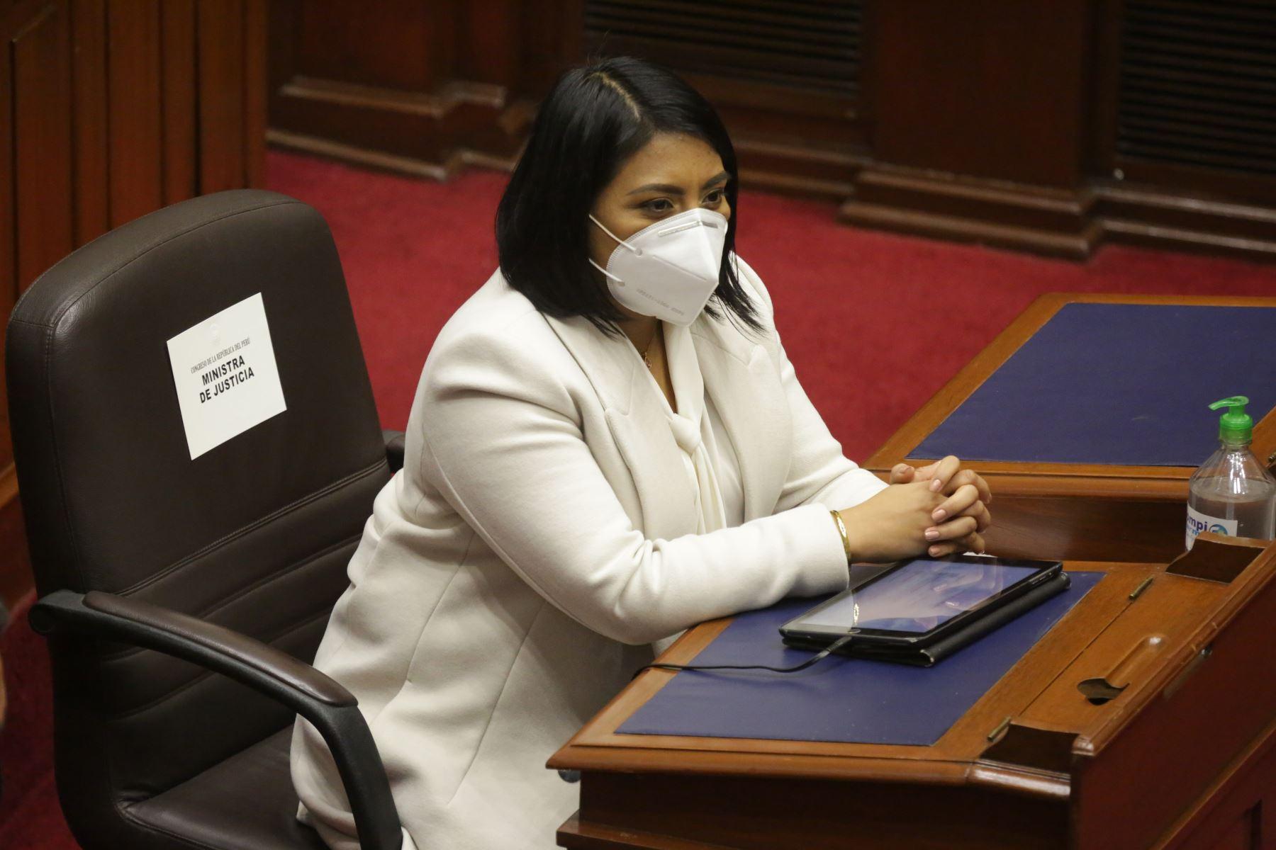 Ana Neyra, ministra de Justicia y Derechos Humanos, se presenta ante Congreso junto a gabinete ministerial para solicitar voto de confianza. Foto: ANDINA/PCM