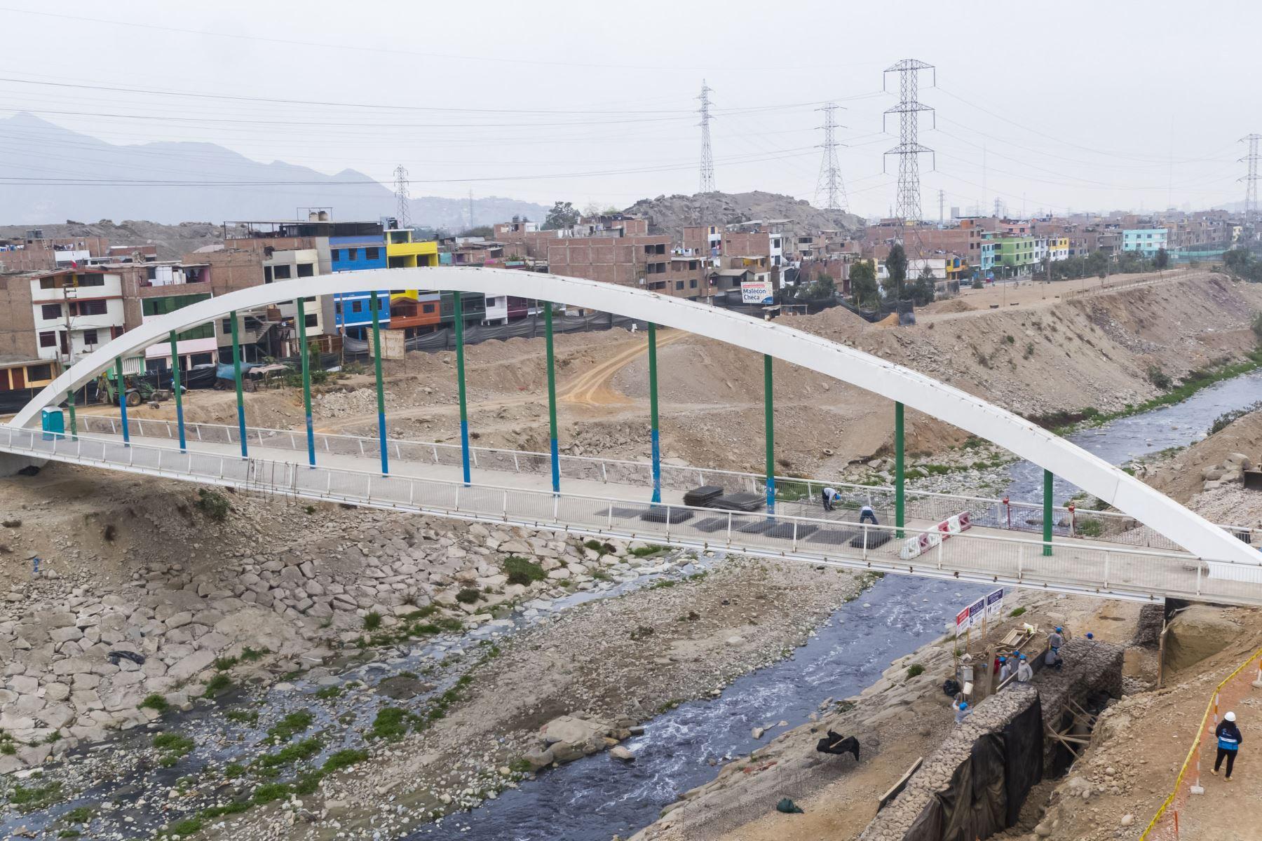 El alcalde Jorge Muñoz supervisó el  reinicio de obras en Puente Malecón Checa. Foto:ANDINA/MLM
