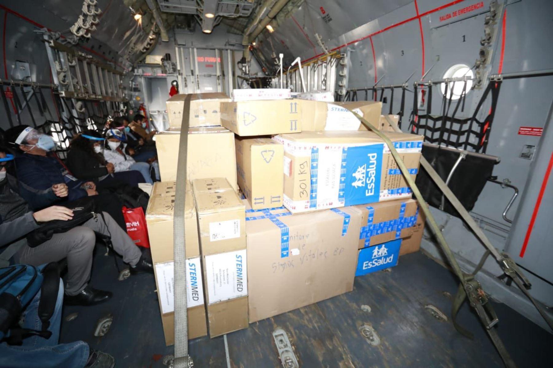 Ministro de Vivienda Carlos Lozada se traslada a Puno con 14 especialistas del Minsa y cinco toneladas de equipos médicos para la atención de la población.  Foto: ANDINA/Ministerio de Vivienda