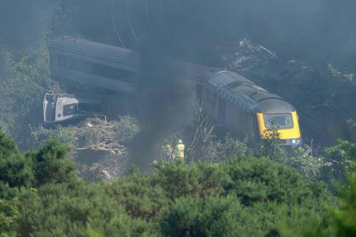 Descarrilamiento de tren en Escocia causa 3 muertos y 6 heridos
