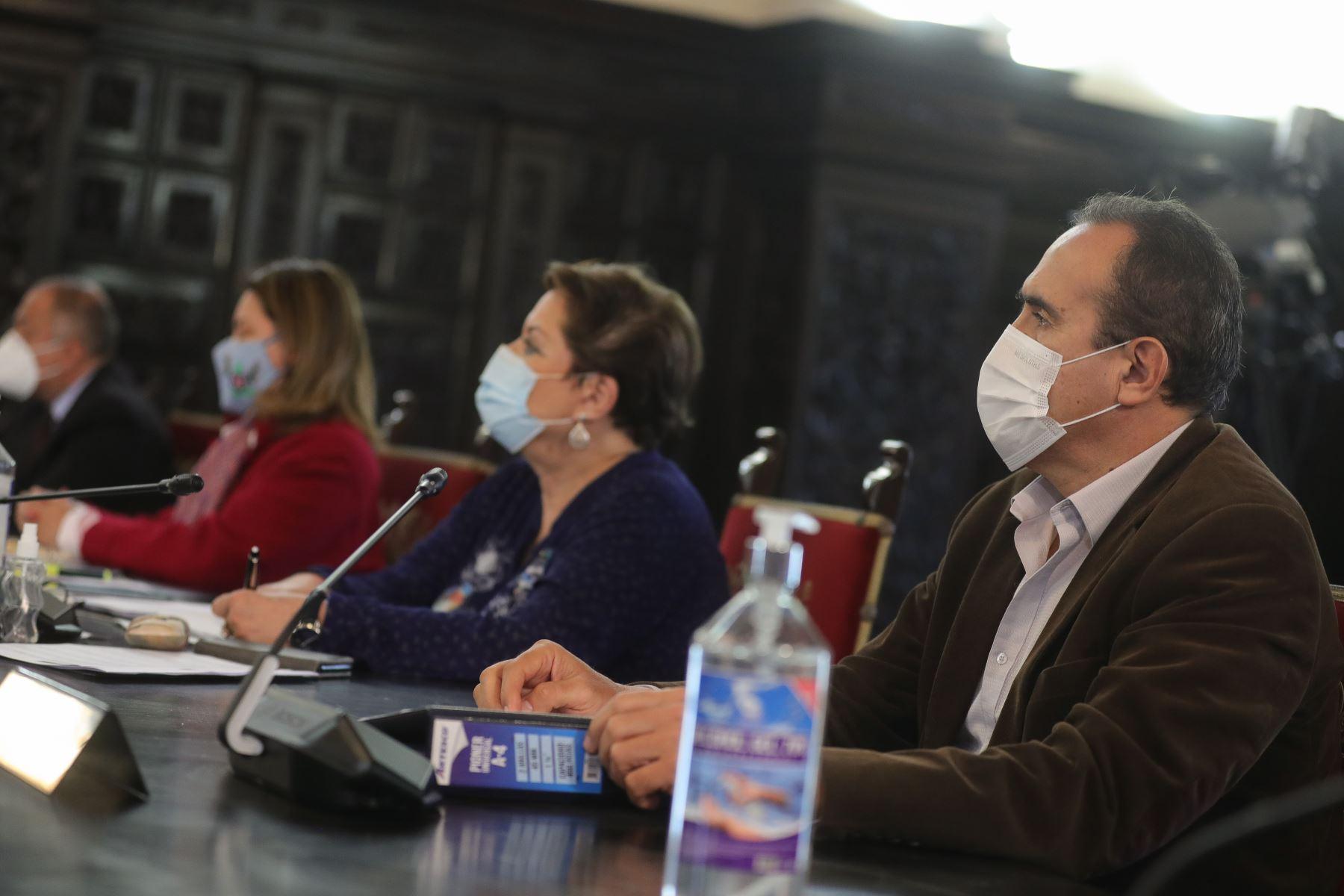 Ministra de la Mujer, Rosario Sasieta participa junto al presidente Martín Vizcarra quien brinda un pronunciamiento en torno a las nuevas medidas que adoptará el Gobierno frente a la pandemia del covid-19.  Foto: ANDINA/ Prensa Presidencia