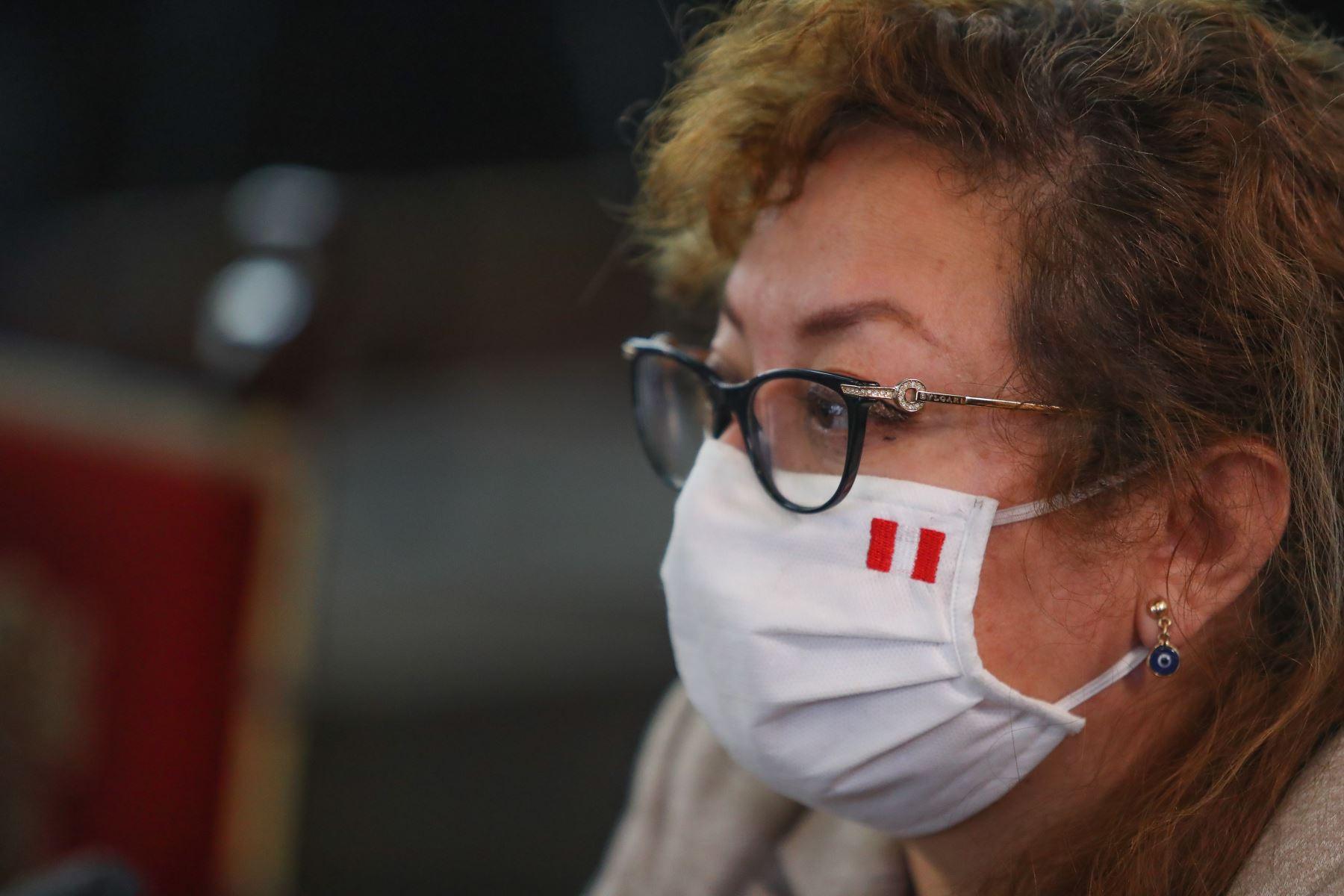 Ministra del Ambiente, Kirla Echegaray participa junto al presidente Martín Vizcarra quien brinda un pronunciamiento en torno a las nuevas medidas que adoptará el Gobierno frente a la pandemia del covid-19.  Foto: ANDINA/ Prensa Presidencia