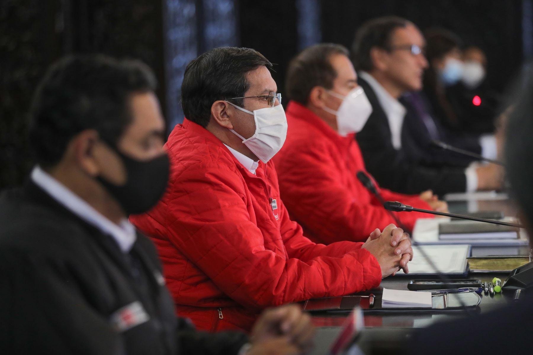 Ministro de Defensa, Jorge Luis Chávez participa junto al presidente Martín Vizcarra quien brinda un pronunciamiento en torno a las nuevas medidas que adoptará el Gobierno frente a la pandemia del covid-19.  Foto: ANDINA/ Prensa Presidencia