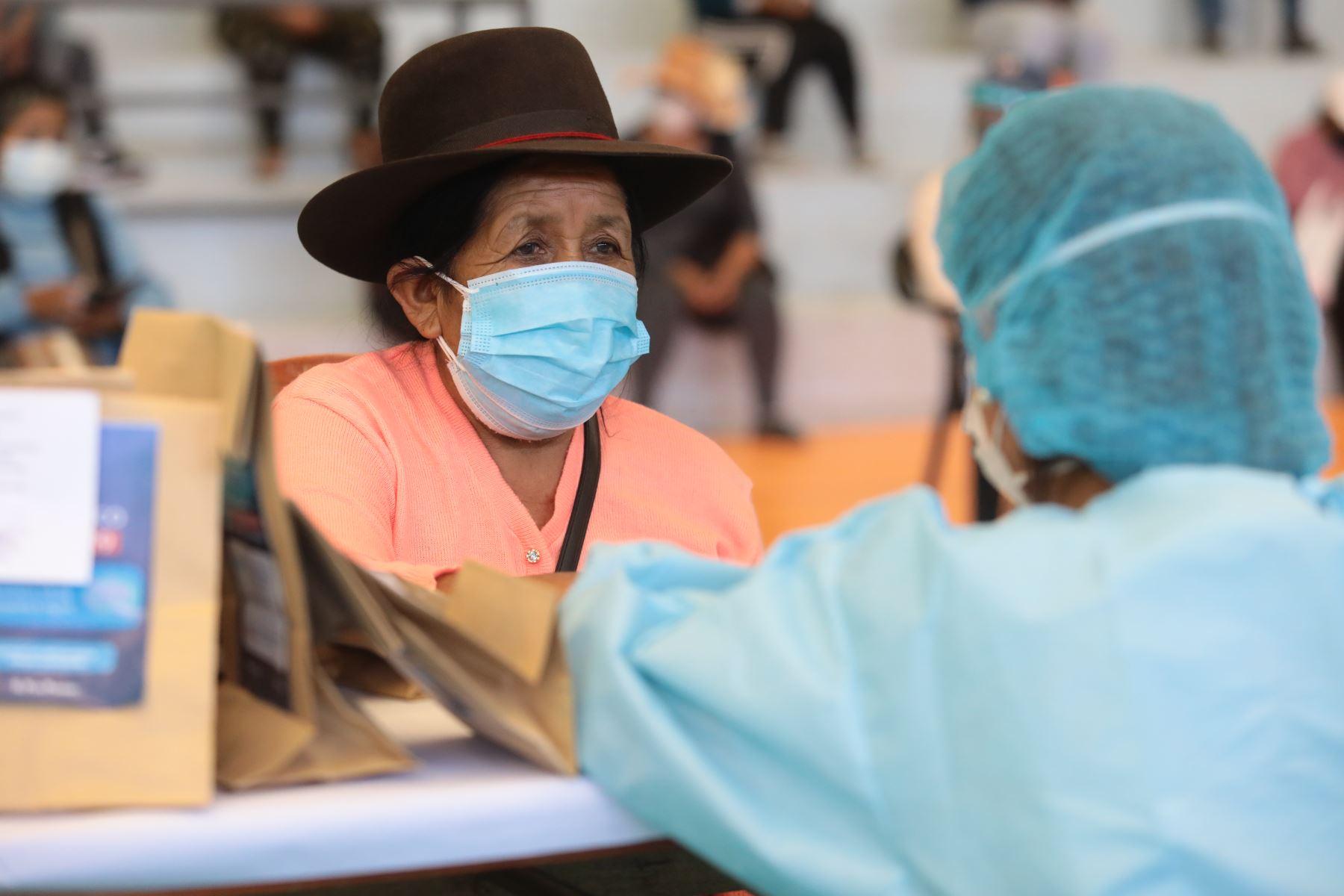 Essalud realiza campaña de detección del virus con 1500 pruebas rápidas y kit covid-19 para el tratamiento temprano de los casos en la región Moquegua. Foto: Essalud