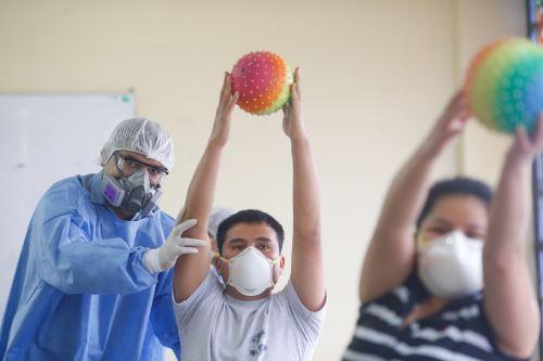 Coronavirus: Hospital Dos de Mayo ofrece terapias de rehabilitación para pacientes post Covid-19