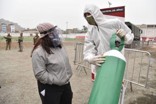 Coronavirus: Ejército del Perú traslada una planta móvil generadora de oxígeno en el Rímac para distribuir gratuitamente  a las familias afectadas por la covid-19.