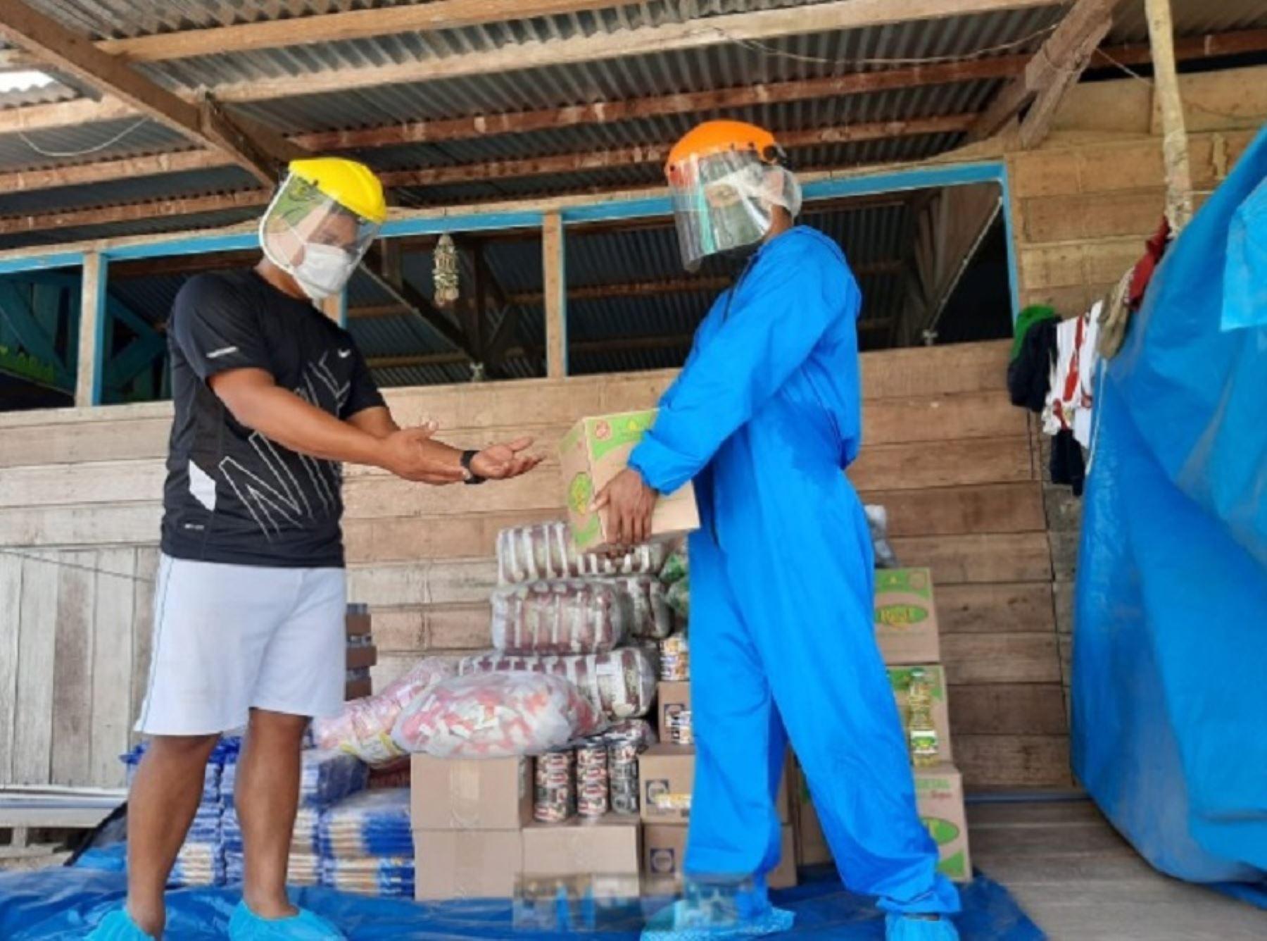 El Programa Nacional de Alimentación Escolar Qali Warma inició la entrega de 52.3 toneladas de alimentos de calidad e inocuos para atender a 5,424 mujeres y hombres en situación de vulnerabilidad pertenecientes a 35 comunidades indígenas en las provincias de Tambopata, Tahuamanu y Manu.  Foto: Qali Warma/Midis