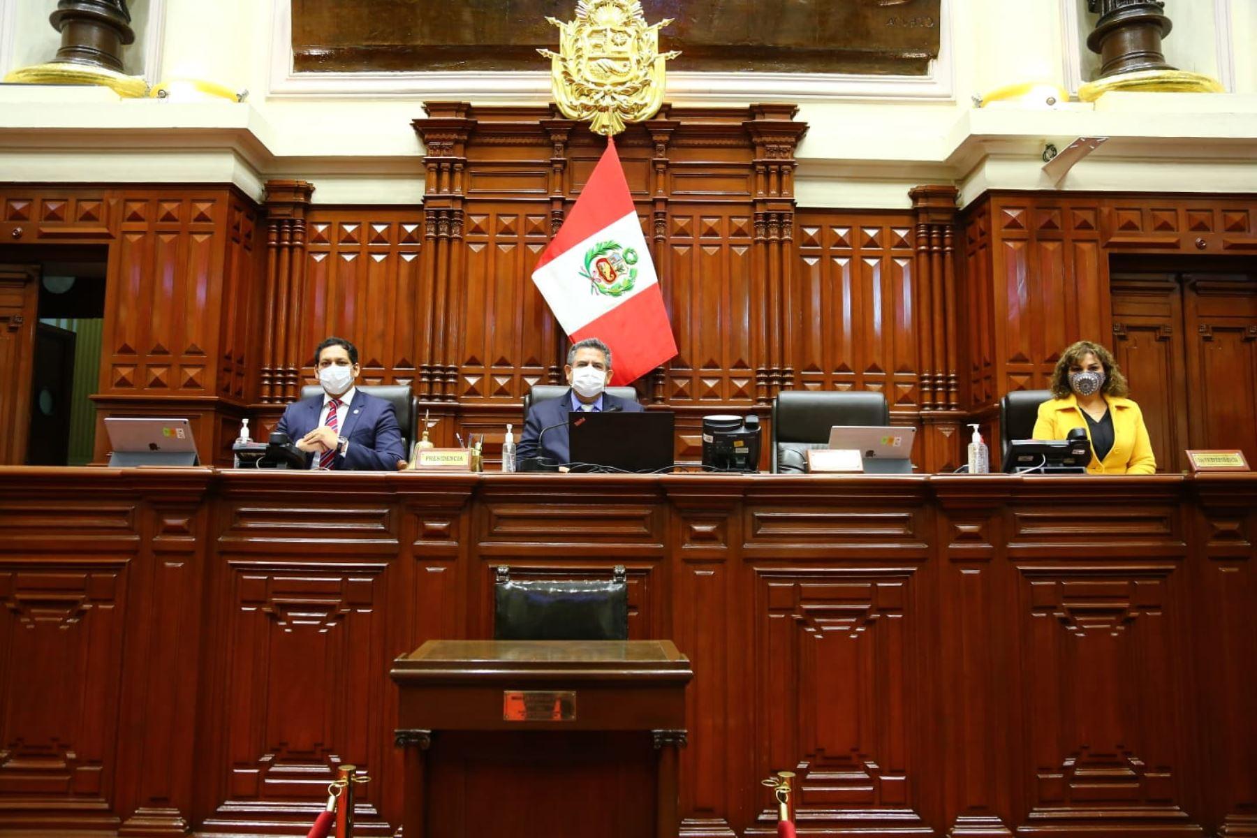 Mesa directiva del congreso presidida por Manuel Merino de Lama. Foto: Congreso de la República