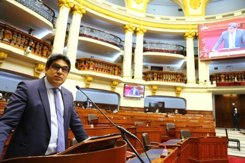 Ministro Martín Benavides responde a pliego interpelatorio en el Congreso