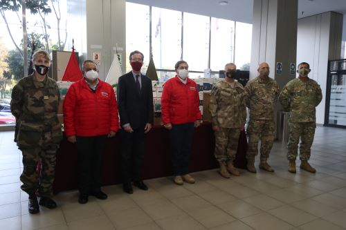 The Ministry of Defense receives an important batch of personal protective equipment from the French Embassy in Peru to fight the COVID-19 pandemic.