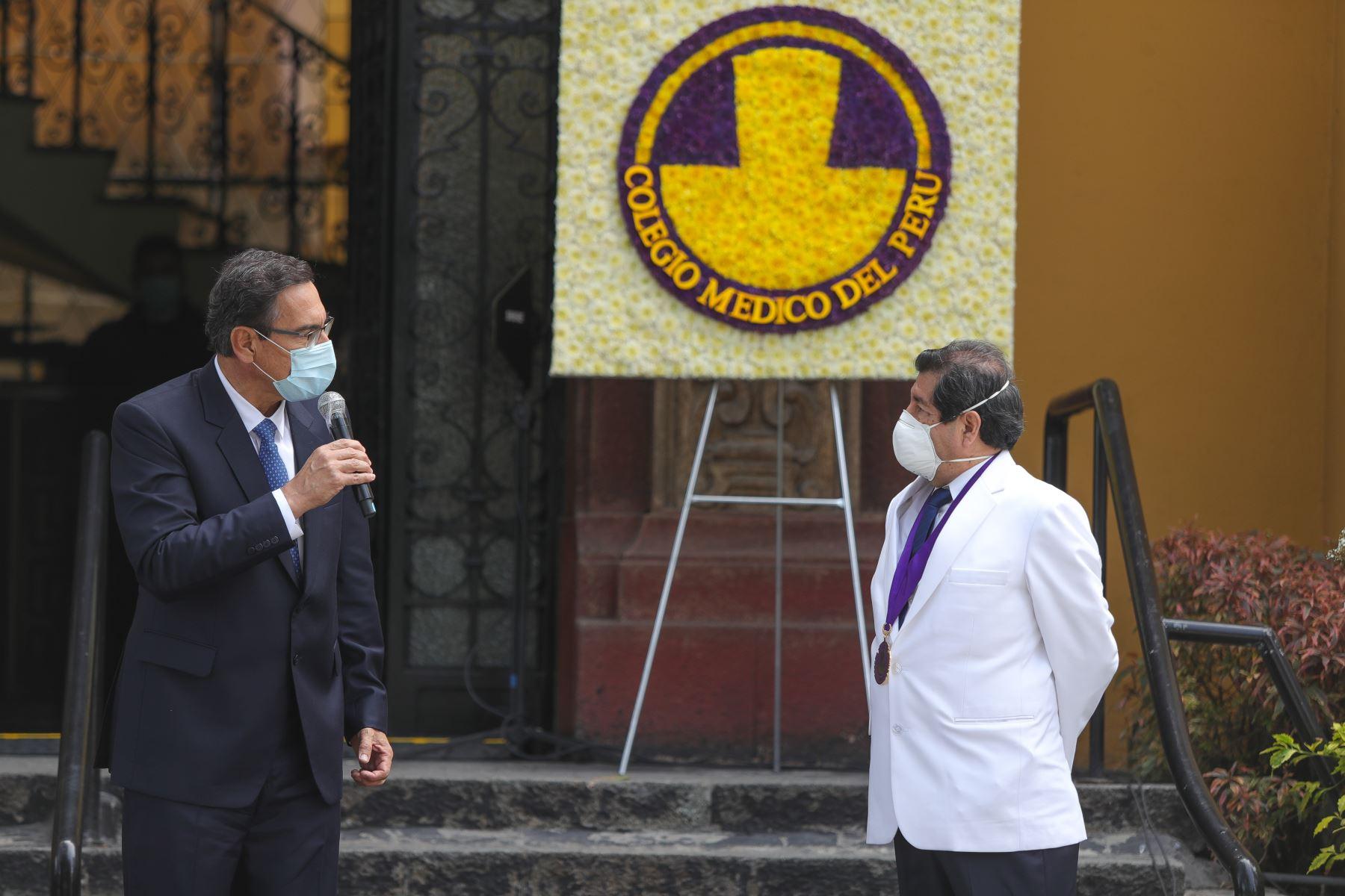 El presidente de la República, Martín Vizcarra, participa en la ceremonia de inauguración del obelisco en homenaje a los médicos fallecidos por el covid-19 y remembranza por el Día del Paciente. Foto: ANDINA/ Prensa Presidencia
