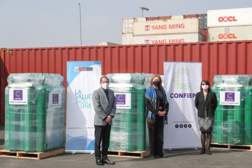 Presidente del Consejo de Ministros preside ceremonia de entrega de balones de oxígeno donados por la Confiep al ministerio de Salud