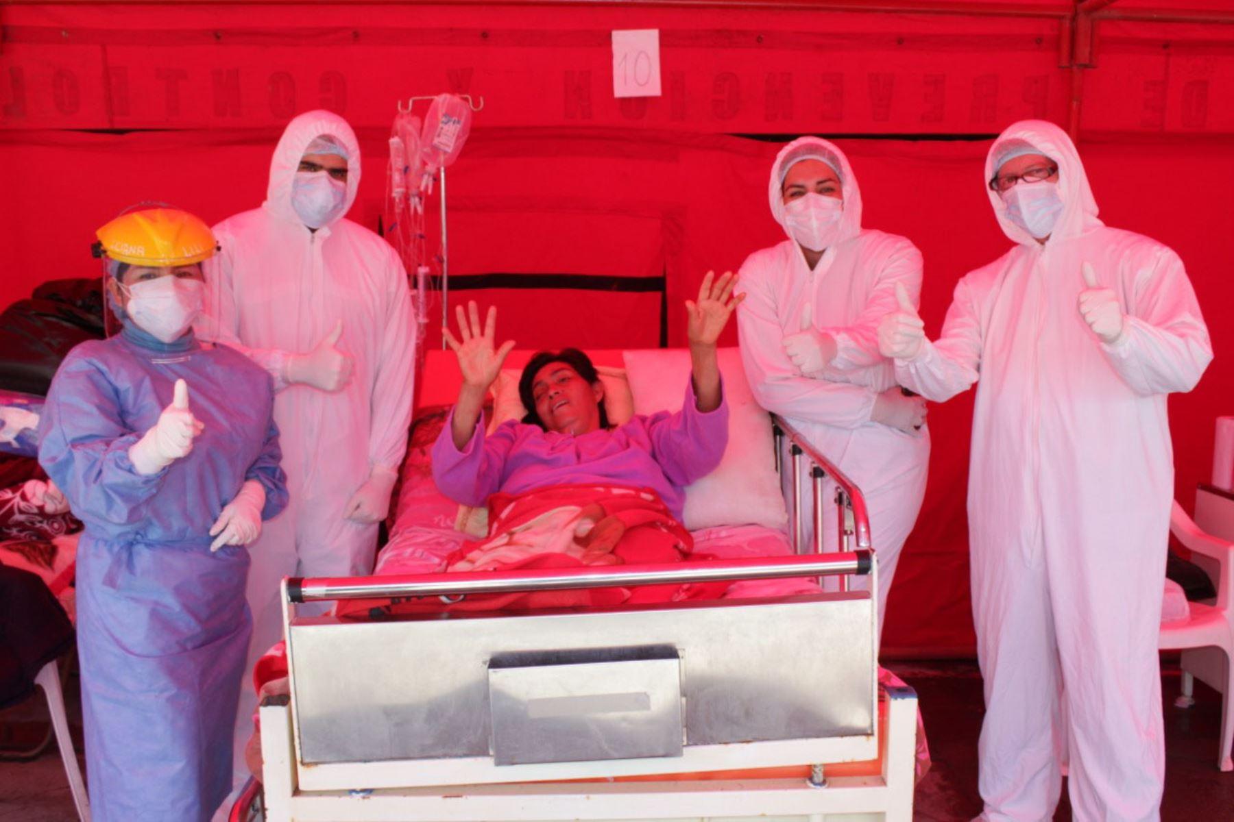 Catalina agradeció a los profesionales de la salud del Hospital La Caleta de Chimbote por ayudarla en su proceso de recuperación del covid-19.