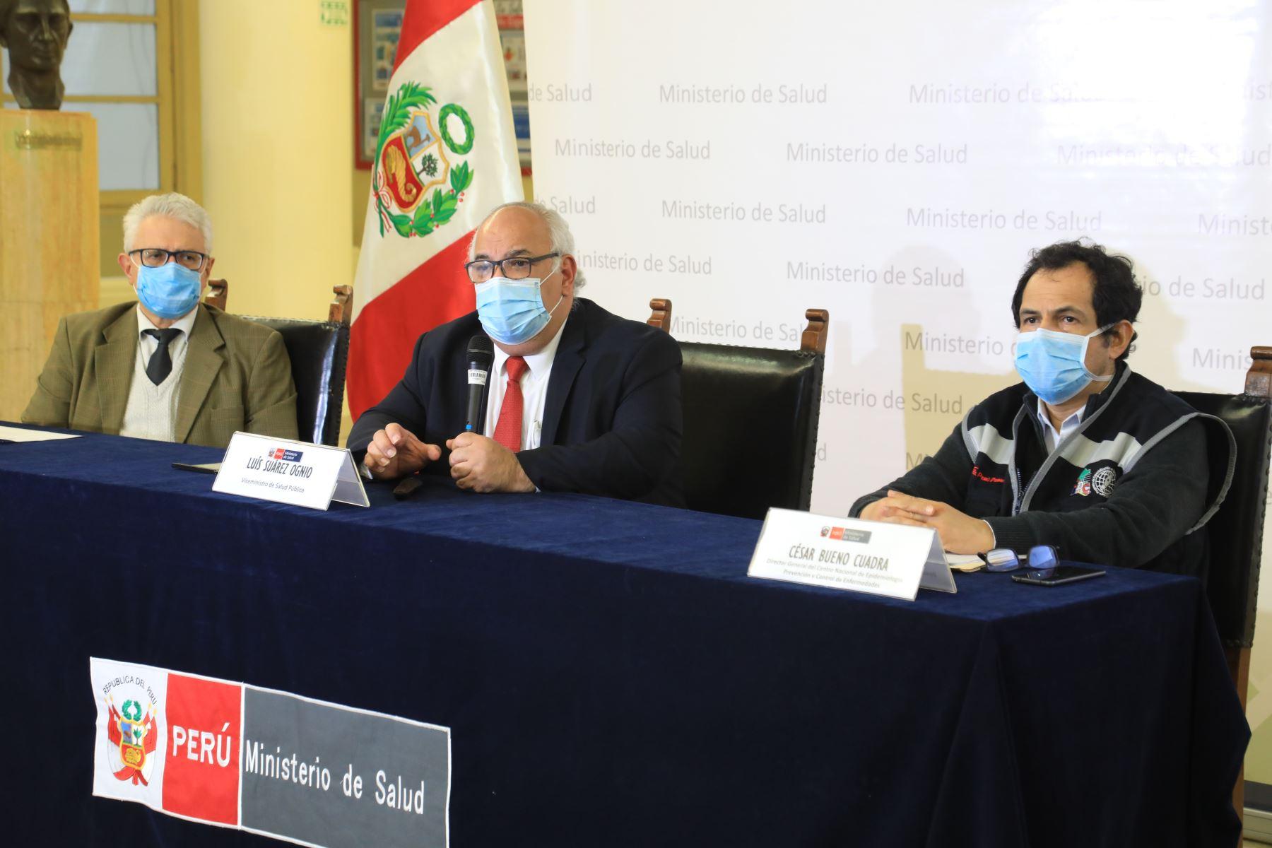 A 25,648 asciende el número de fallecidos por covid-19 en el Perú, según la nueva actualización de cifras al 17 de julio presentada  por el viceministro de Salud, Luis Suárez. Foto: Minsa