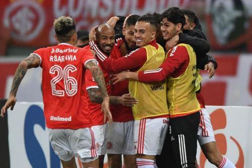 Con golazo de Paolo Guerrero, Internacional vence 2-0 a Santos