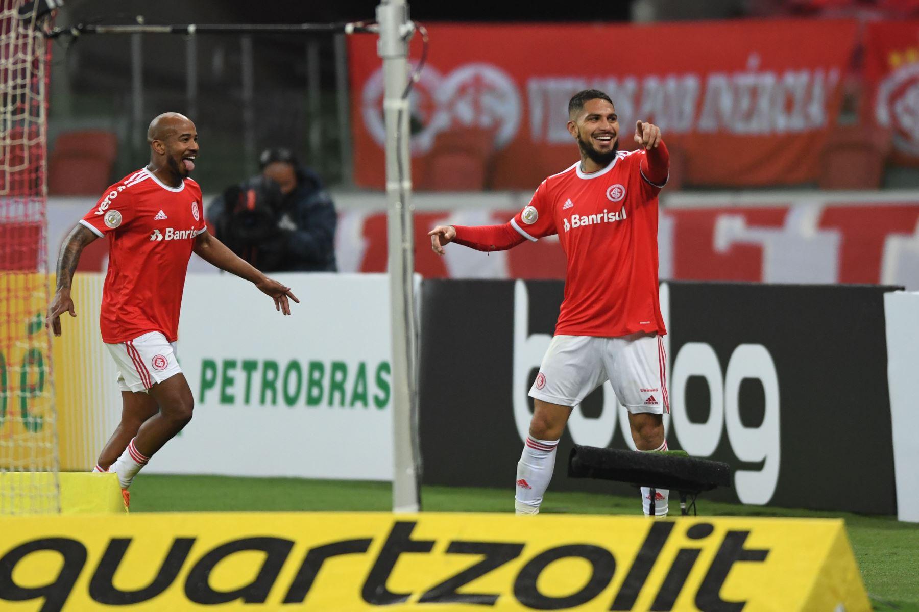 Con golazo de  Paolo Guerrero, Internacional vence 2-0 a Santos por el campeonato Brasileño. Foto: Ricardo Duarte/ @scinternacional