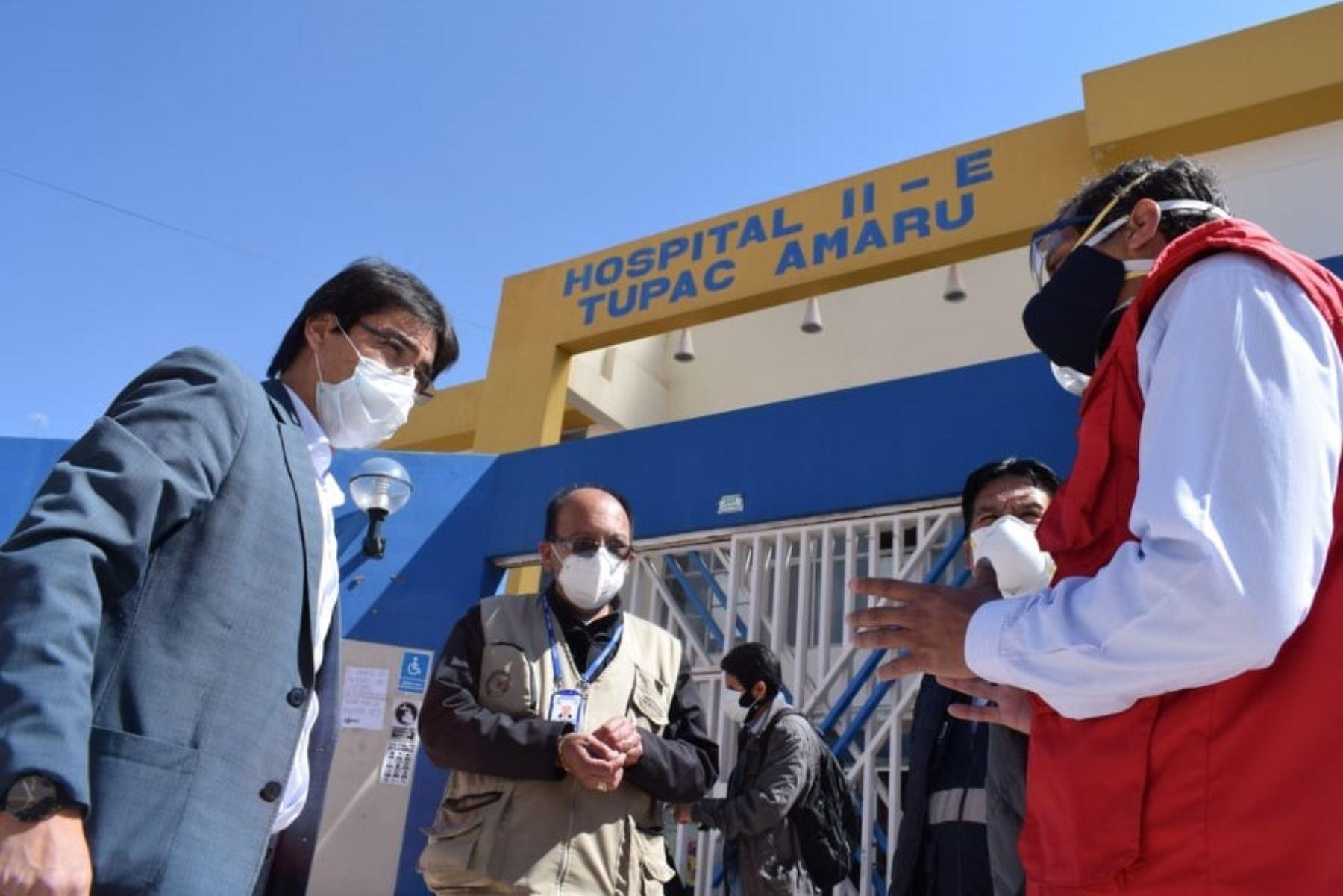 Gobernador regional del Cusco, Jean Paul Benavente, y funcionarios de la Diresa inspeccionan instalaciones de salud que atienden pacientes covid-19. ANDINA/Difusión