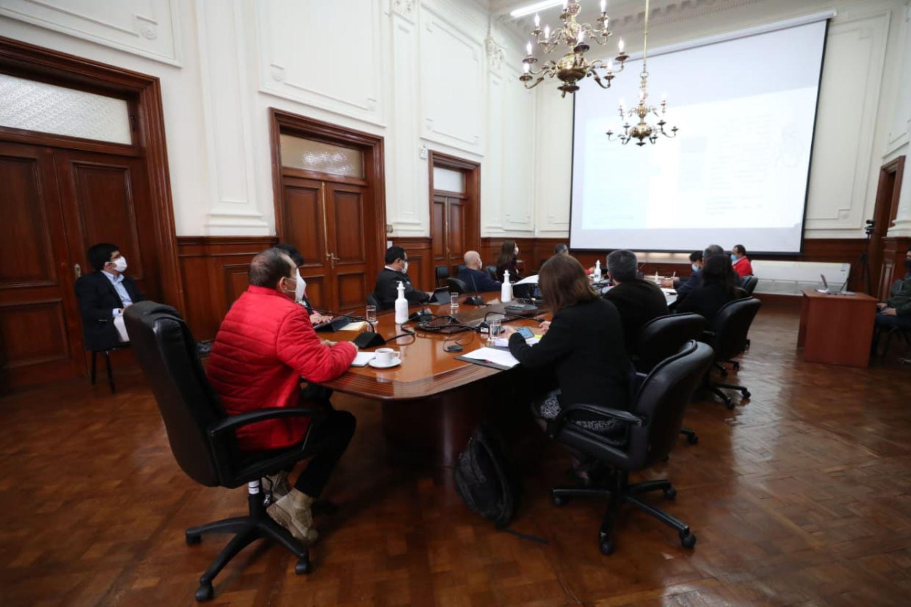 Sesión liderada por el Presidente de Consejo de Ministros, Walter Martos y sectores del ejecutivo sostienen reunión de coordinación a favor de comunidades indígenas de Loreto. Se acordó la atención inmediata de las necesidades urgentes de la población de Bretaña. Foto: PCM