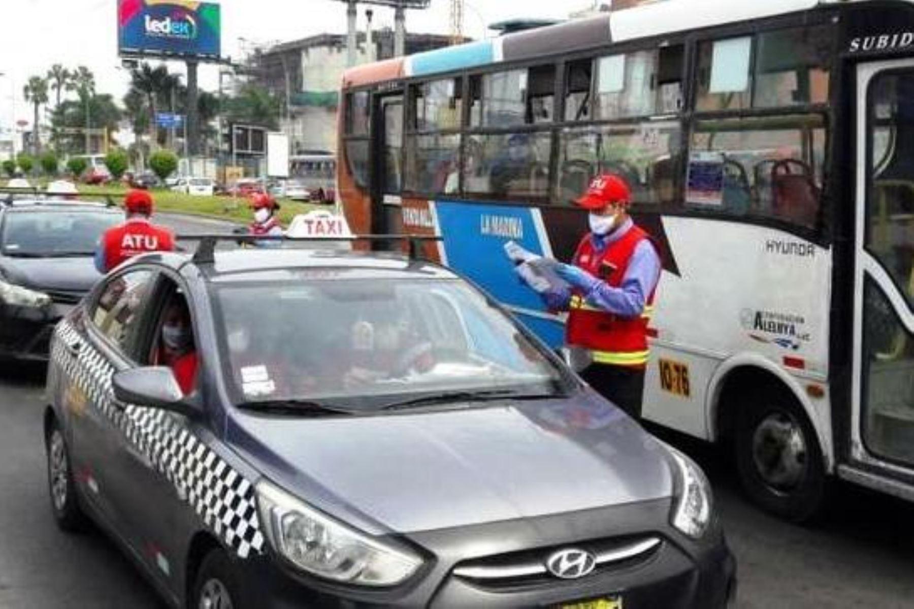 Transporte urbano movilizará los domingos solo a quienes prestan labores esenciales. Foto: ANDINA/difusión.