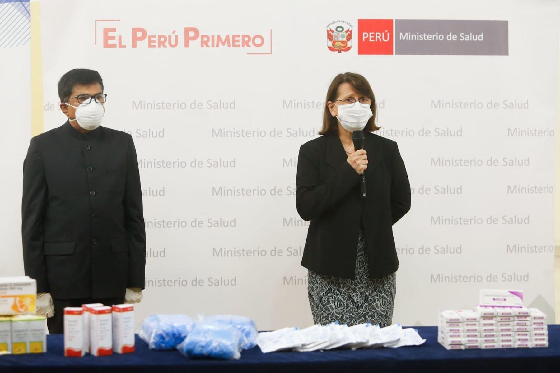 La ministra de Salud, Pilar Mazzetti sostuvo una reunión con el  embajador de la India en el Perú, Mandarapu Subbarayudu. Trabajarán para revalorar la medicina tradicional peruana frente a la lucha contra el covid-19. Foto: Minsa